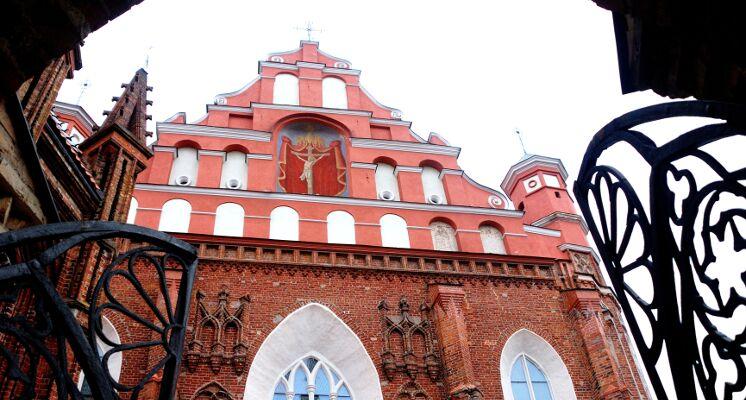 Vilniaus Bernardinu baznycia frontonas
