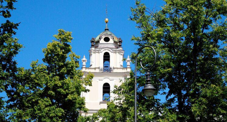 Jonų bažnyčios varpinė žalia