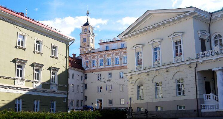 Vilniaus universitetas bibliotekos kiemas