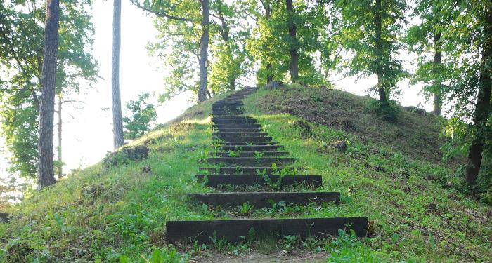 Laiptai į Pūčkorių piliakalnį