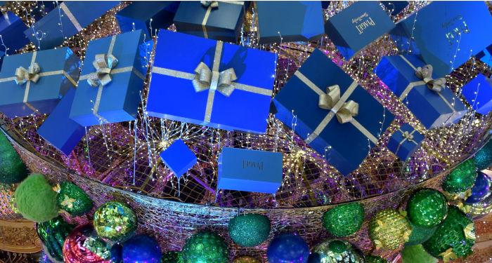 Kalėdinės dovanos mėlynose dėžutėse