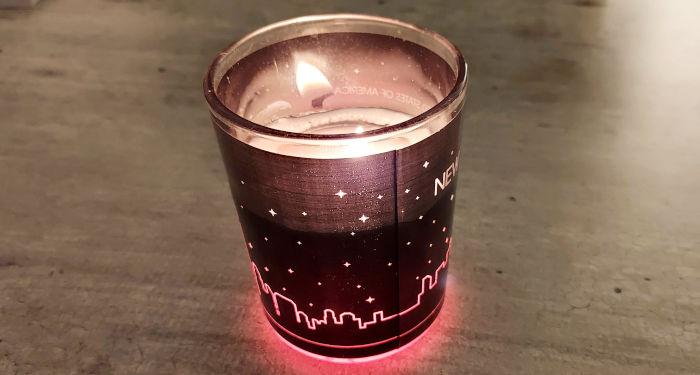 Deganti žvakė indelyje